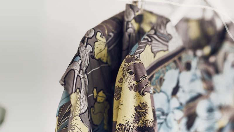 prendas de ropa hechas con materiales organicos y sostenibles